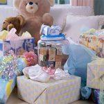 Подарки для новорожденных: как купить качественную одежду