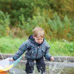 Що робити якщо малюк любить стрибати по калюжах