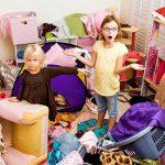 «Чистимо» гардероб разом з малюком