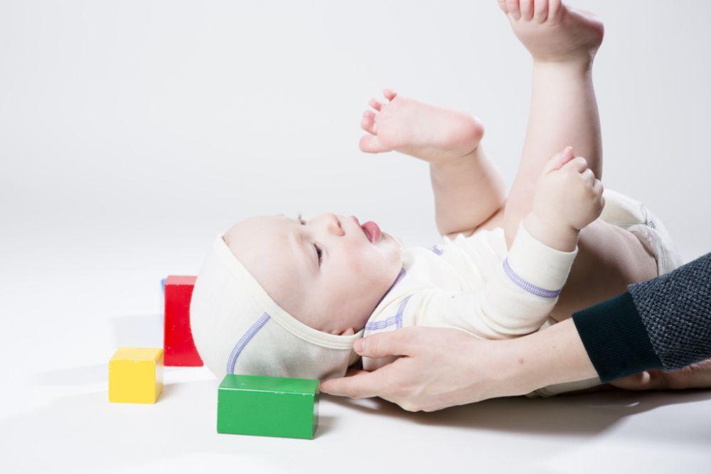 Как правильно надевать боди на новорожденного — все секреты и методы