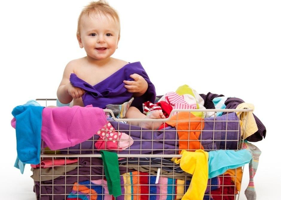 «Чистим» гардероб вместе с малышом