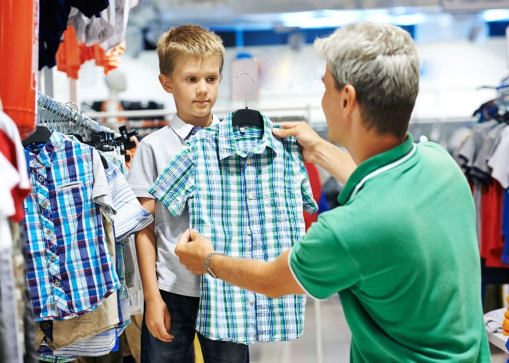 Хто повинен обрати одяг для хлопчика? А для дівчинки?