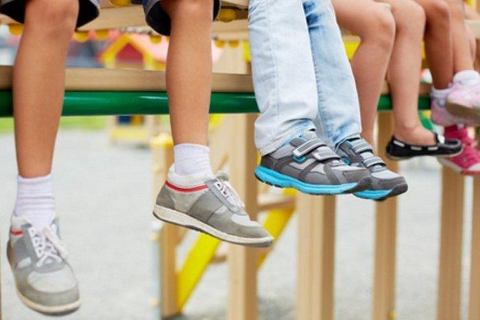 Чи потрібне кожній дитині ортопедичне взуття