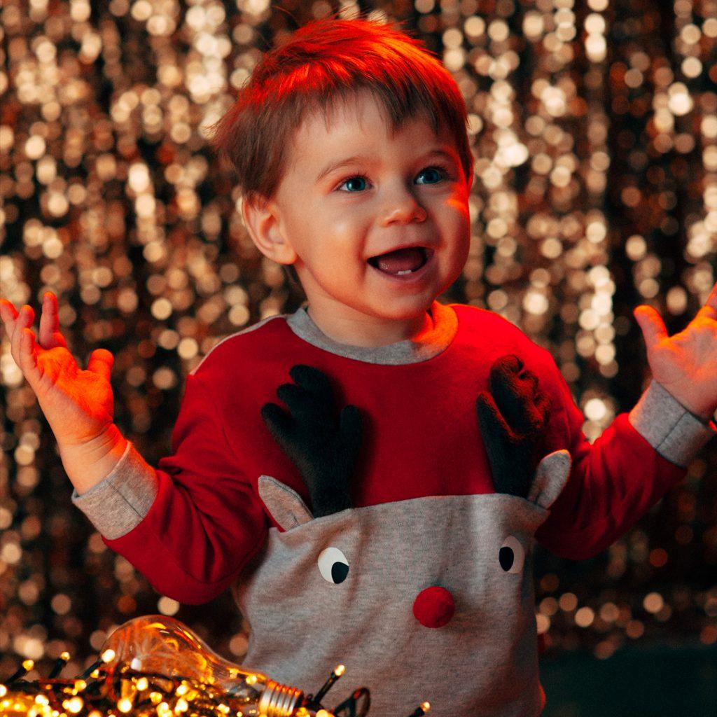 Нужно ли дарить ребенку одежду на Новый Год - изображение 2